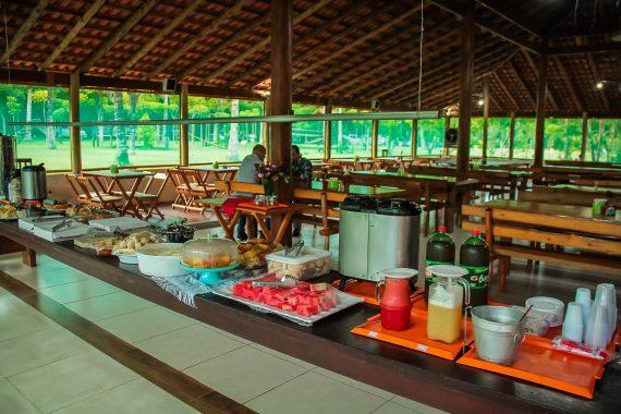 Nos hotéis e hospedarias, o serviço de café da manhã, almoço, jantar e afins deverão ser servidos na própria acomodação do hóspede